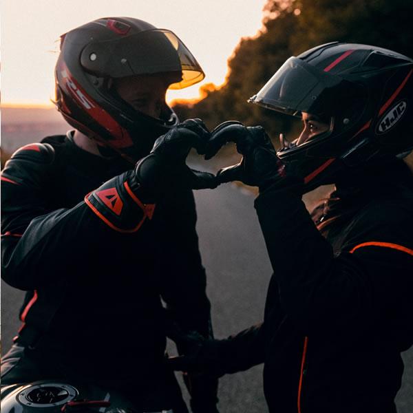 Conducir moto con acompañante